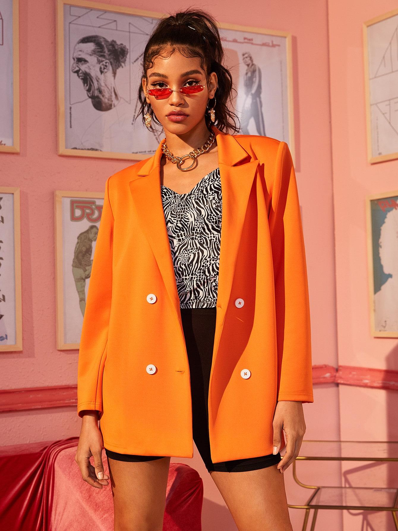 Фото - Неоновый оранжевый двубортный пиджак от SheIn оранжевого цвета