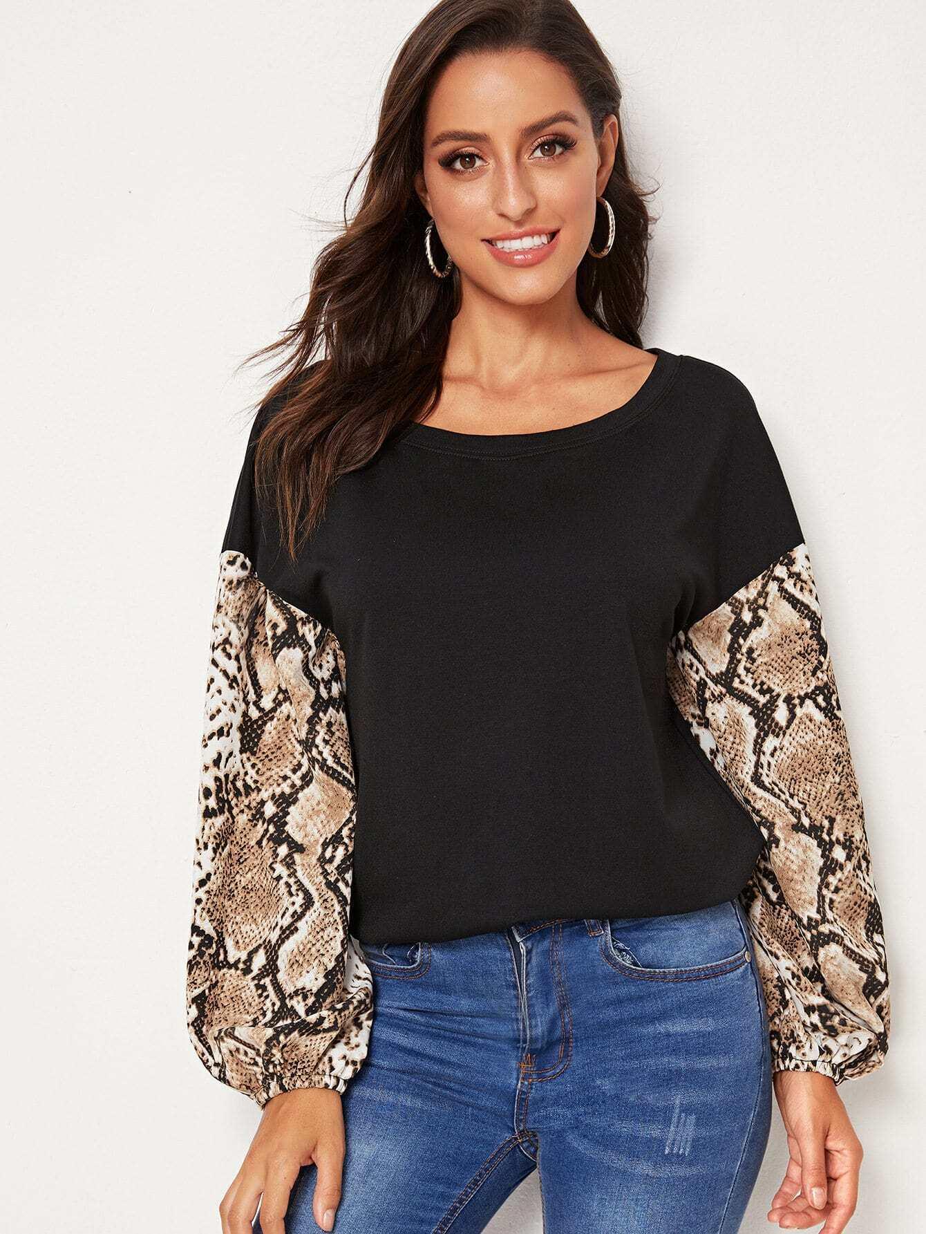 Фото - Пуловер с змеиным принтом и заниженной линией плеч от SheIn цвет многоцветный