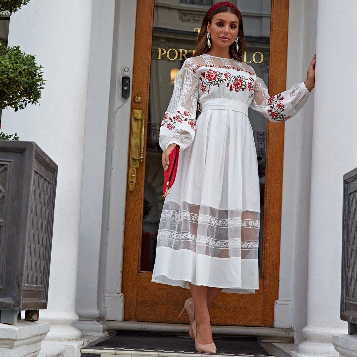 Воздушное Платье Из Фатина С Богатой Вышивкой Image