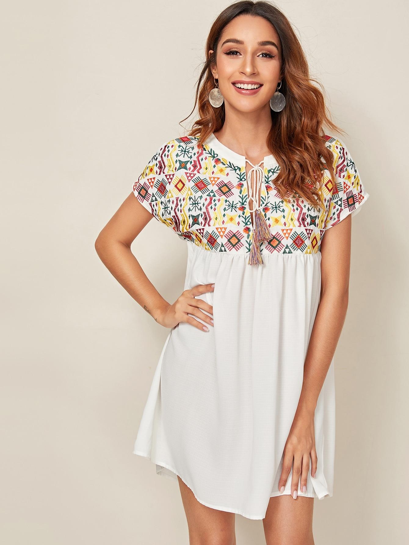 Фото - Платье с вышивкой и бахромой от SheIn цвет белые