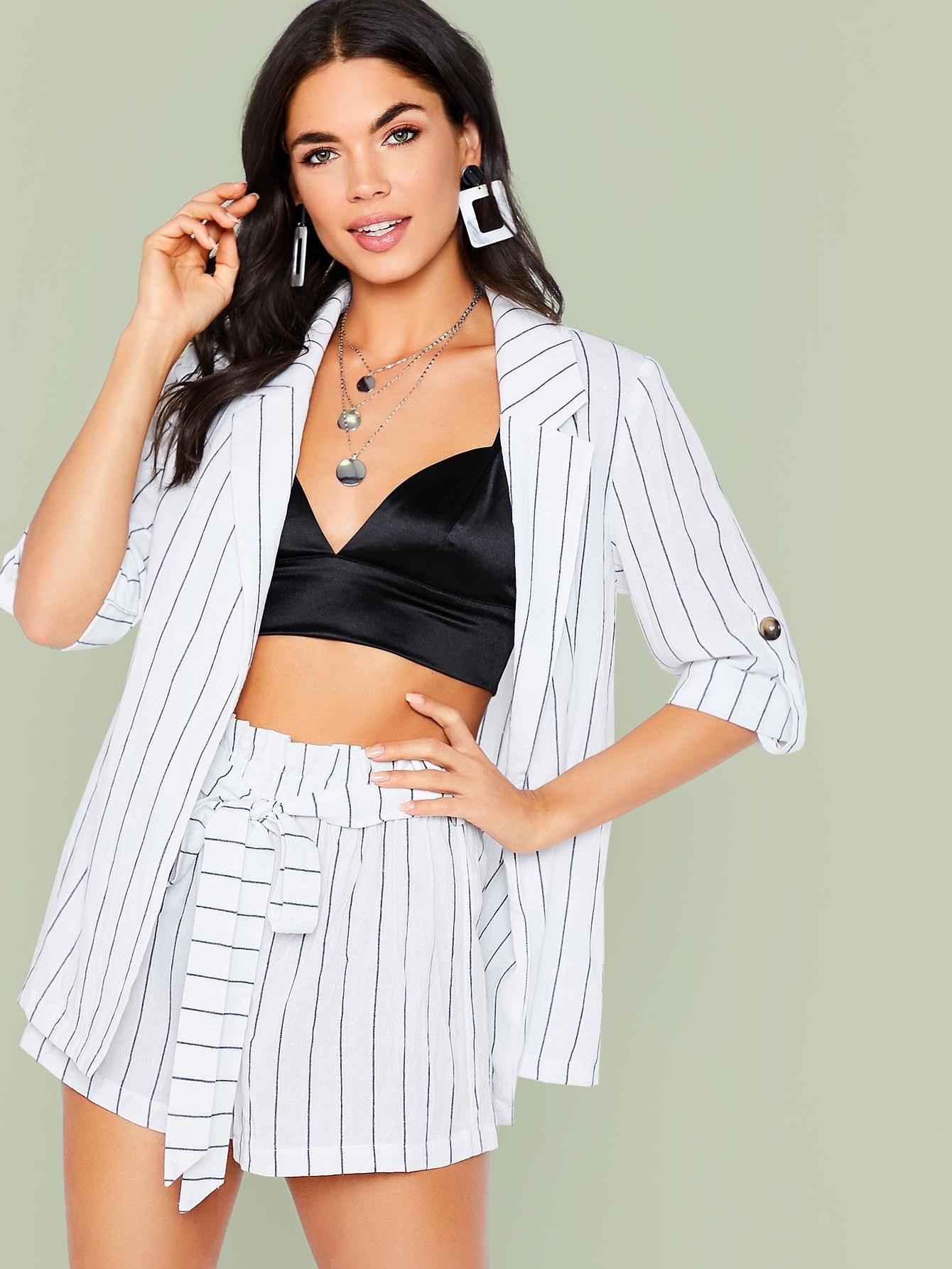 Фото - Пиджак с оригинальным рукавом и шорты с поясом от SheIn белого цвета