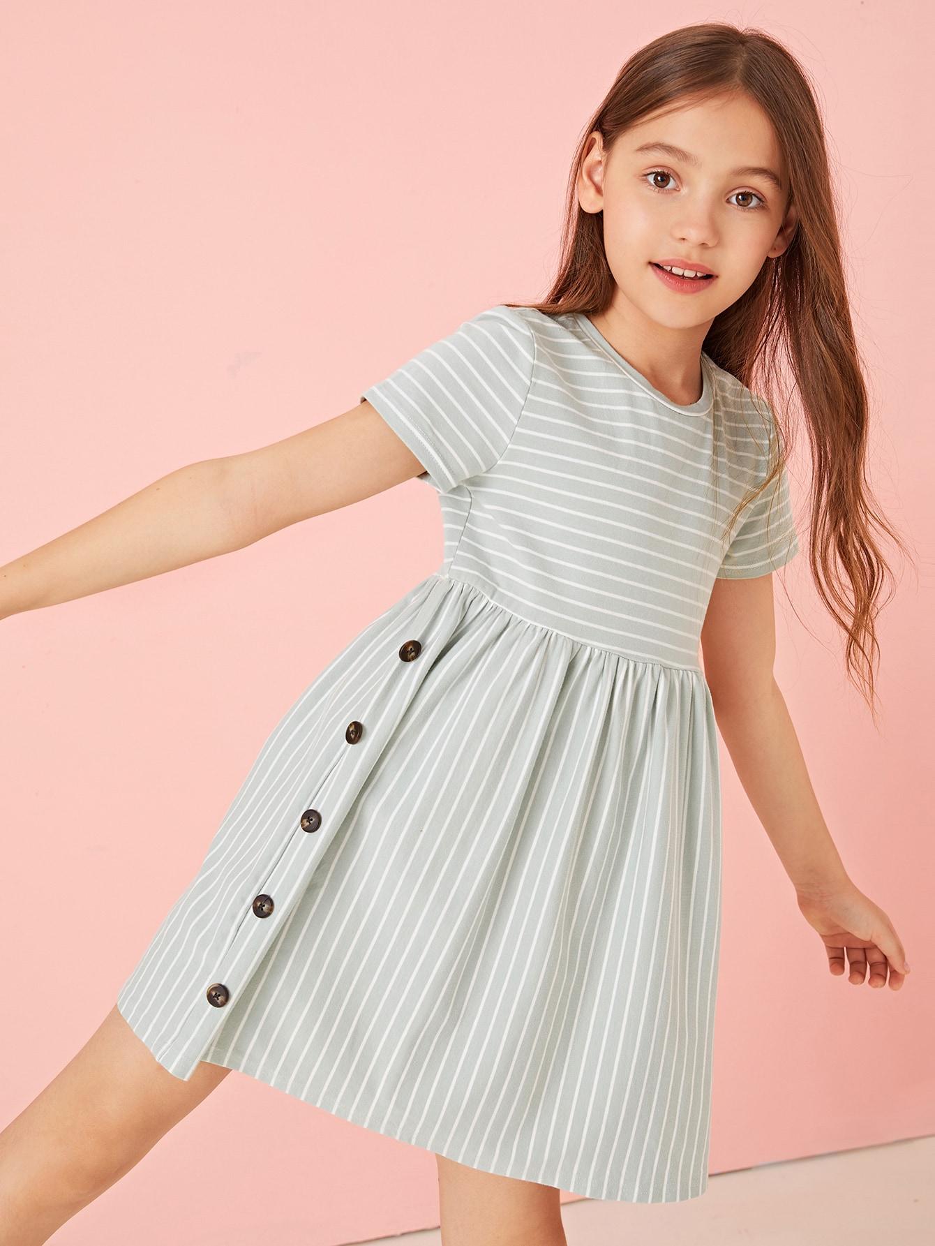 Фото - Полосатое платье с пуговицами для девочек от SheIn цвет зелёные