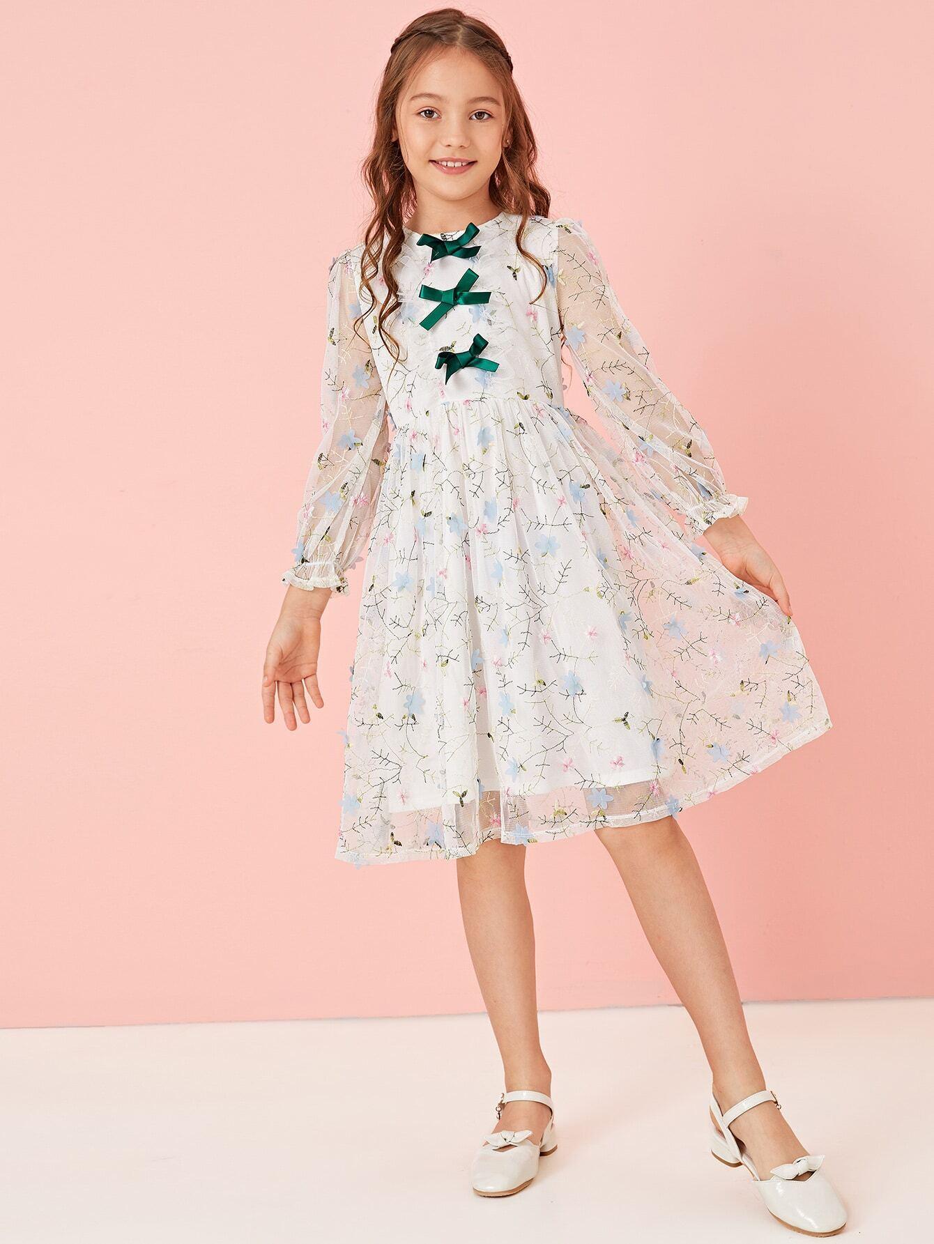 Фото - Расклешенное платье с вышивкой и аппликацией для девочек от SheIn цвет белые
