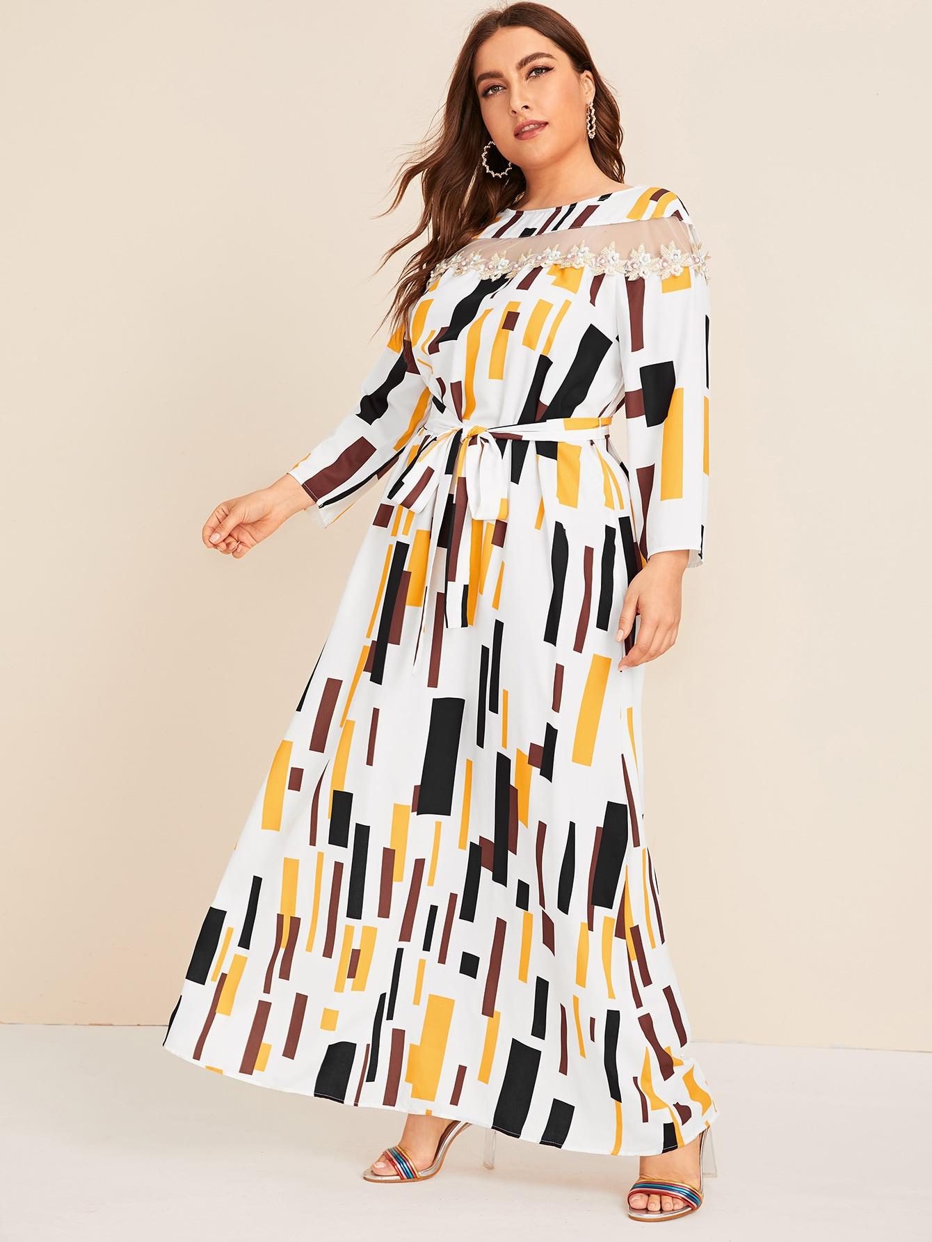 Платье размера плюс с сетчатыми вставками и поясом