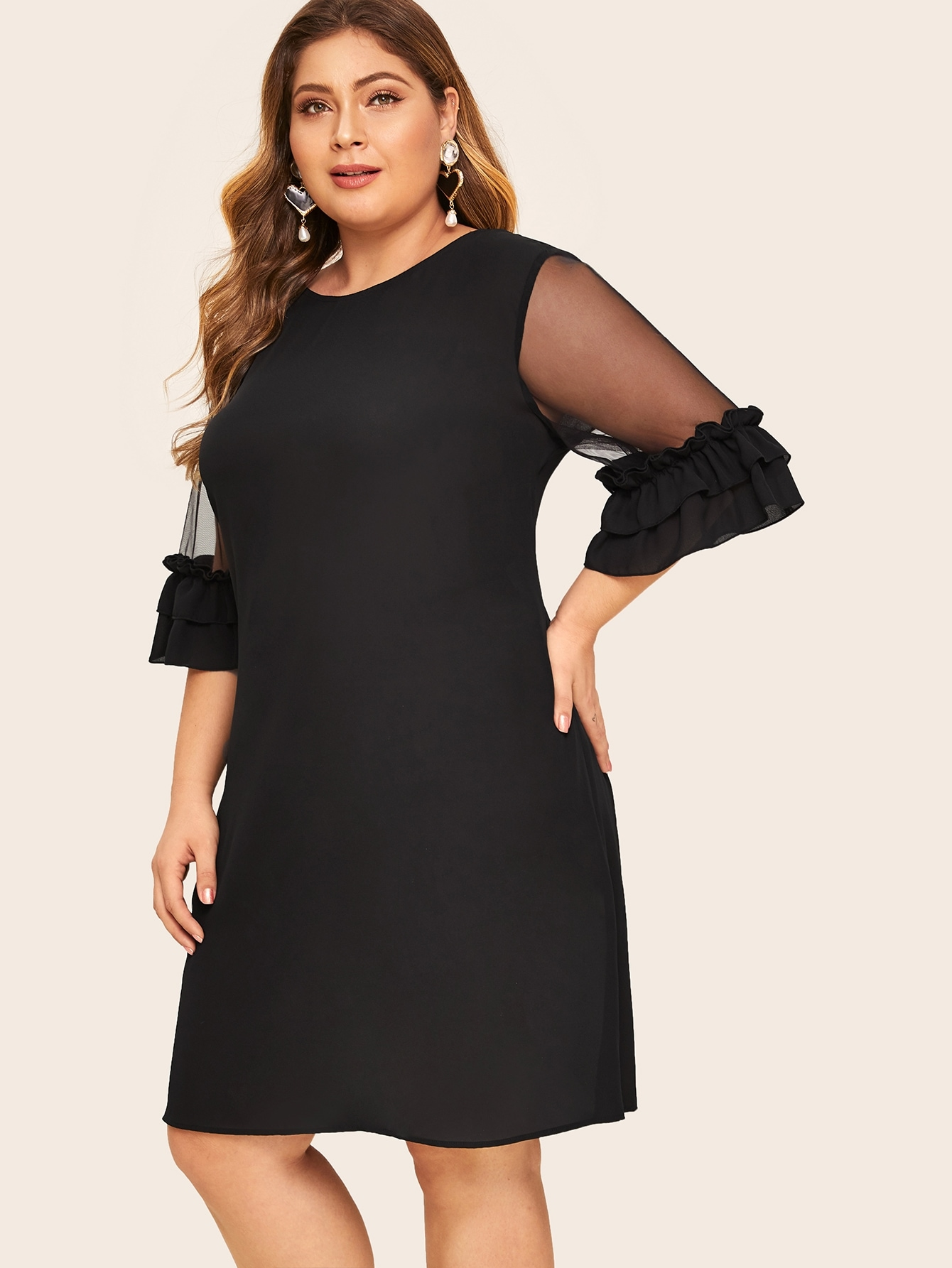 Фото - Платье со сетчатым рукавом и оборкой размера плюс от SheIn цвет чёрные
