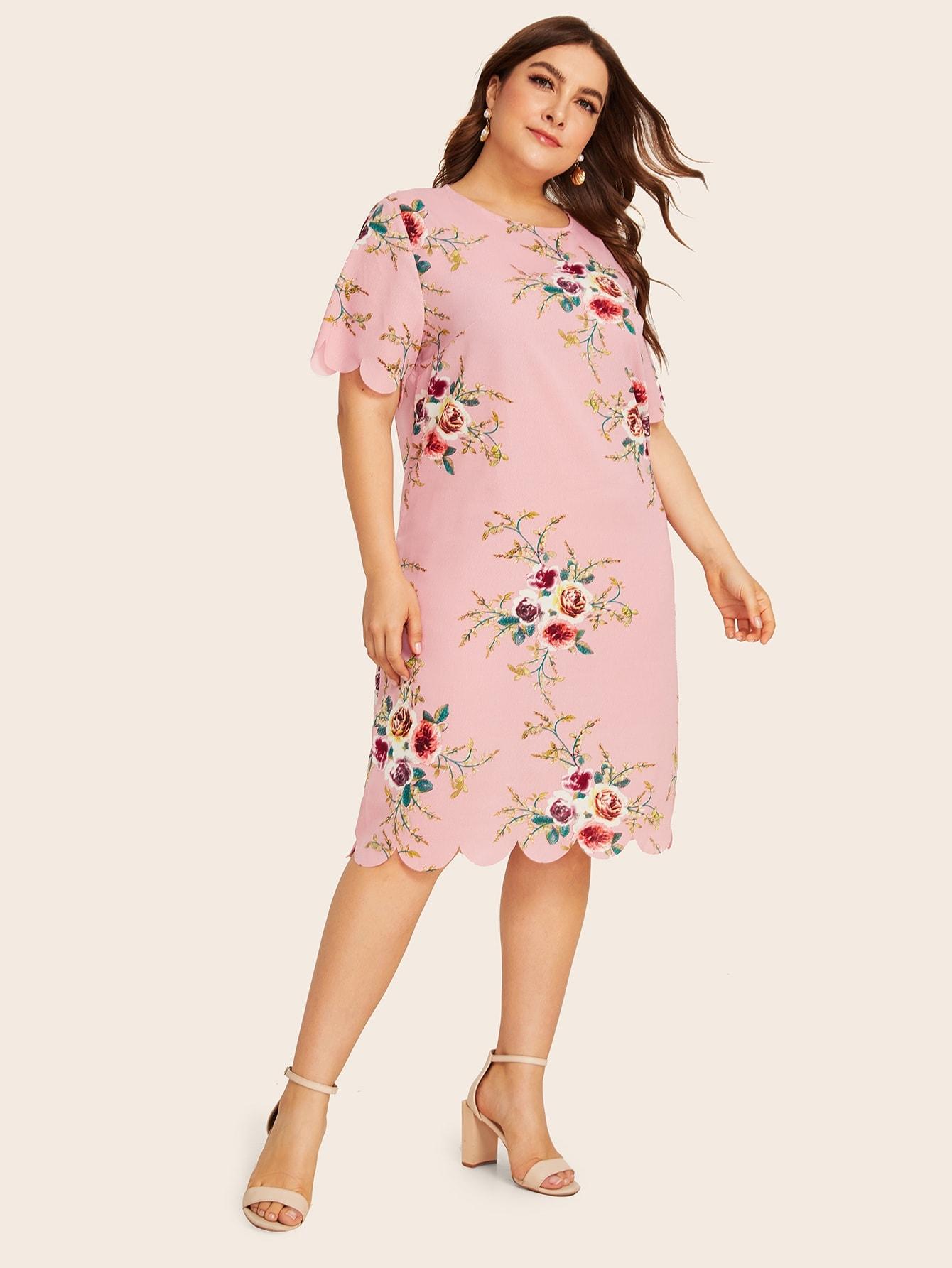 Платье с цветочным принтом и оригинальной отделкой размера плюс