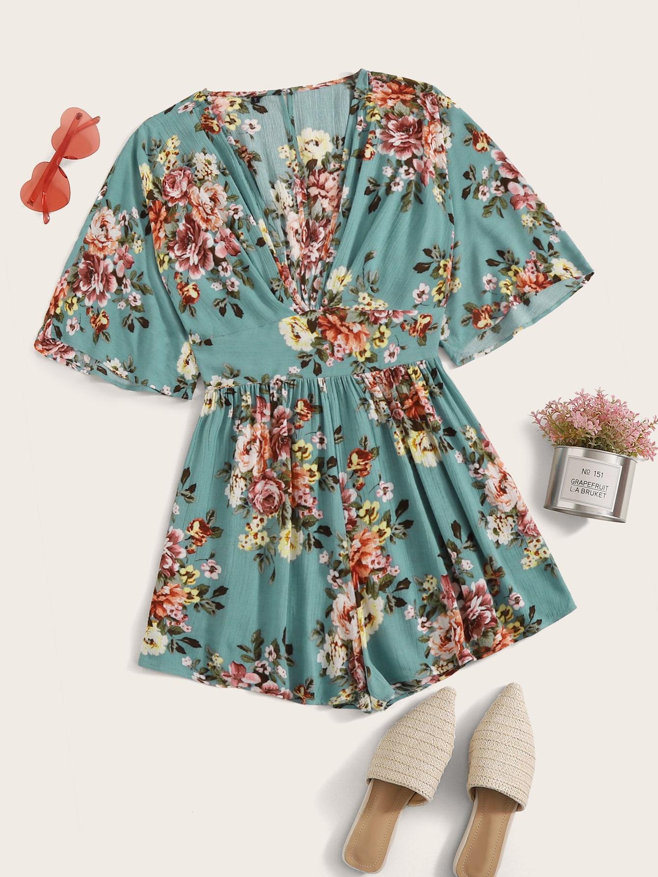 Фото - Комбинезон с глубоким вырезом и цветочным принтом от SheIn синего цвета