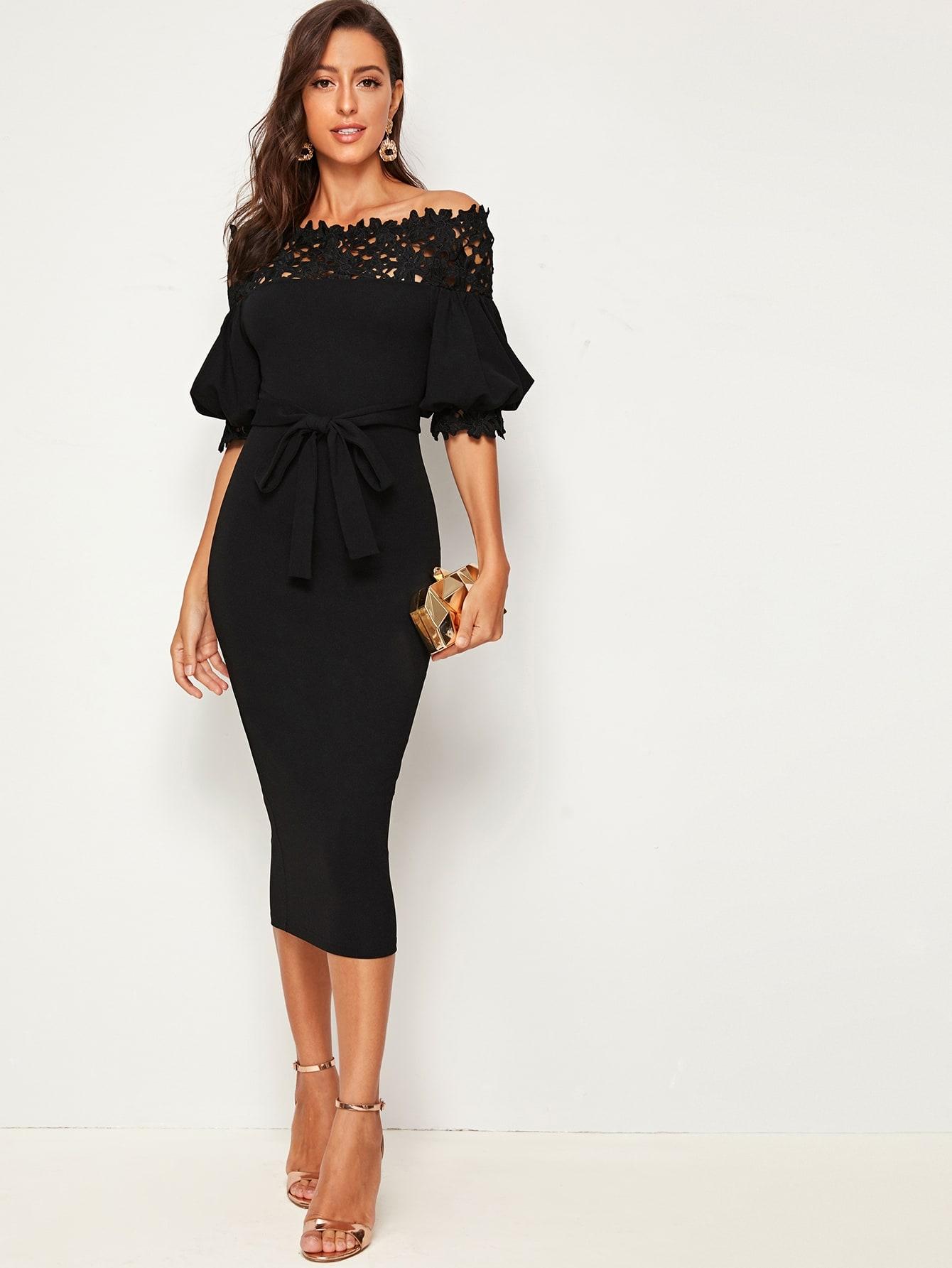 Платье-карандаш с пышными рукавами, кружевом и поясом