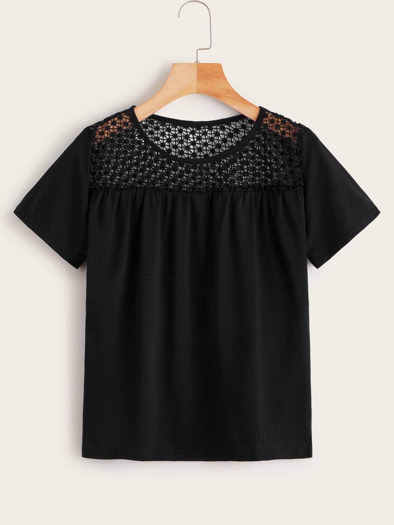 Фото - Однотонная футболка с разрезом от SheIn черного цвета