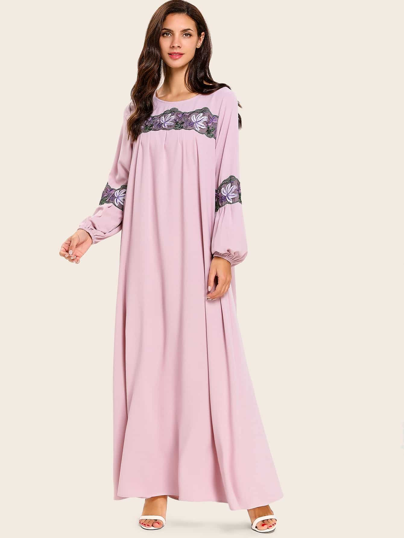 Платье макси с длинными рукавами и аппликациями
