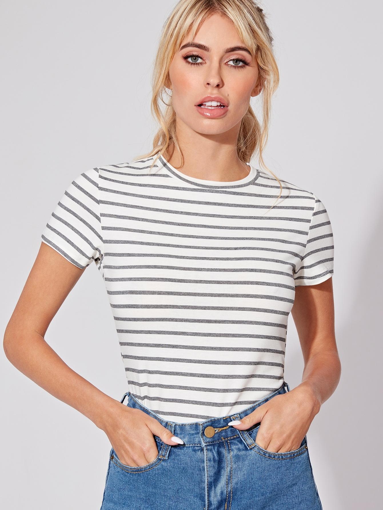Фото - Базовая футболка в полоску от SheIn белого цвета