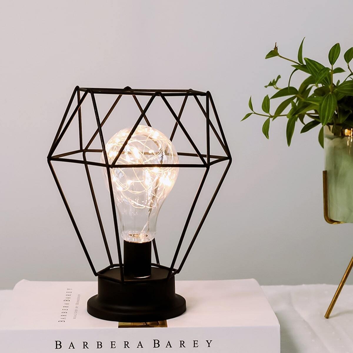 Geometrische decoratieve tafellamp