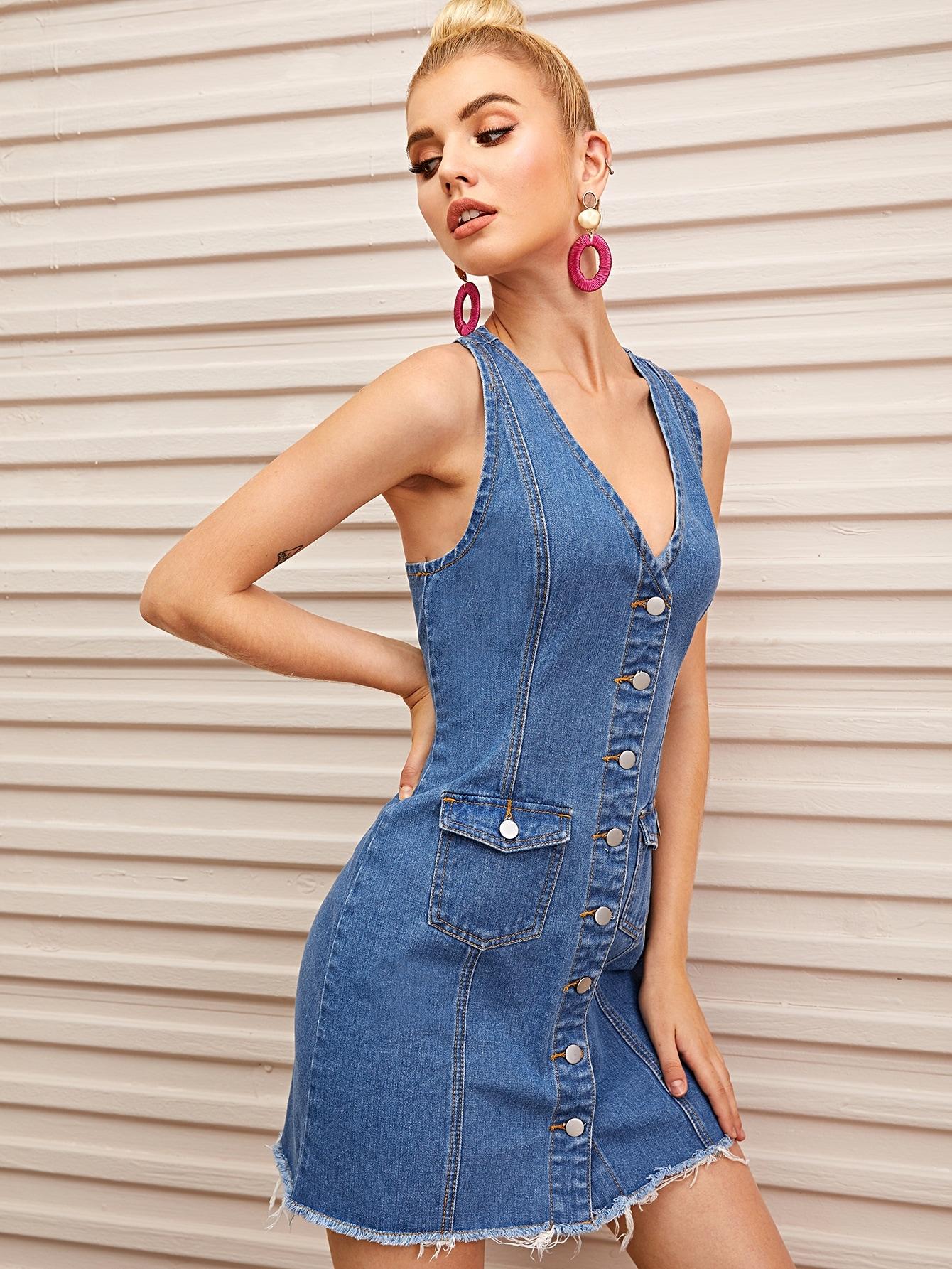 Джинсовое платье с необработанным низом и пуговицами