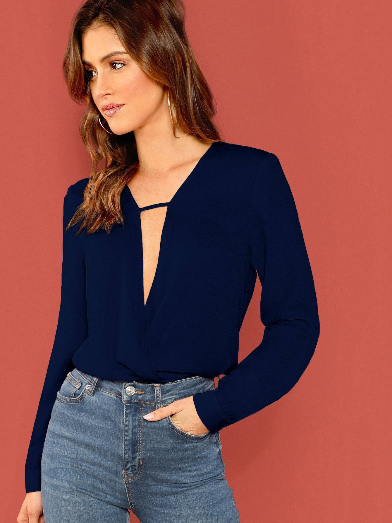 Фото - Однотонная блуза с глубоким V-образным вырезом от SheIn цвет темно синий