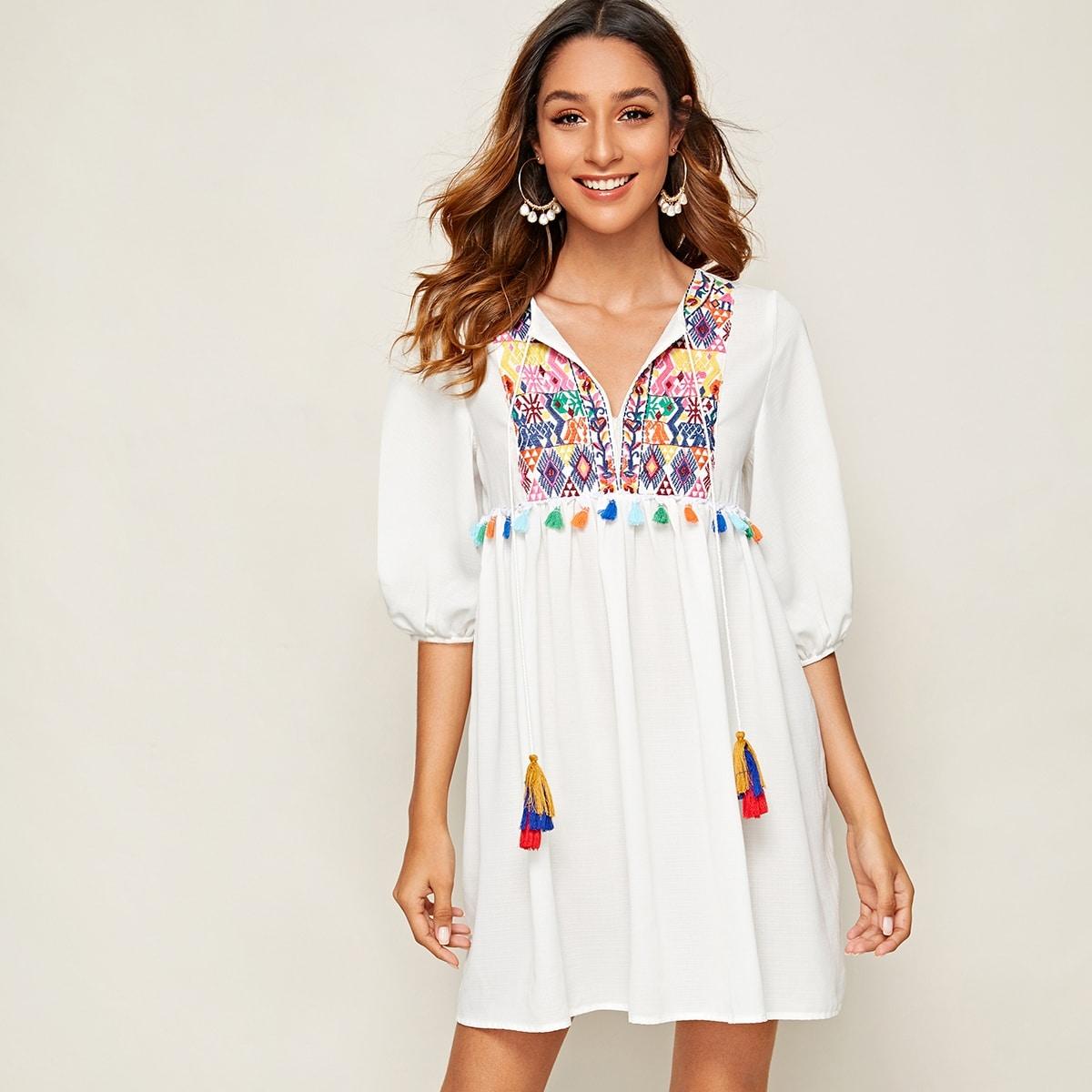 Платье С Этнической Вышивкой И Помпонами Image