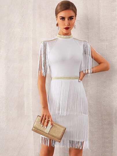 Фото 5 - Однотонное платье с оригинальной отделкой от SheIn цвет бургундия