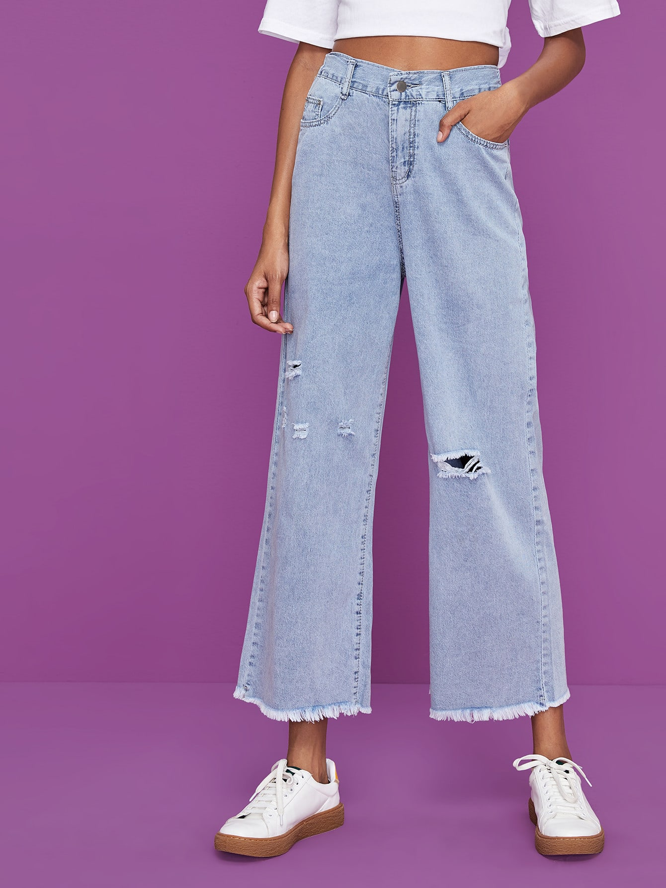 Рваные широкие джинсы с необработанным низом
