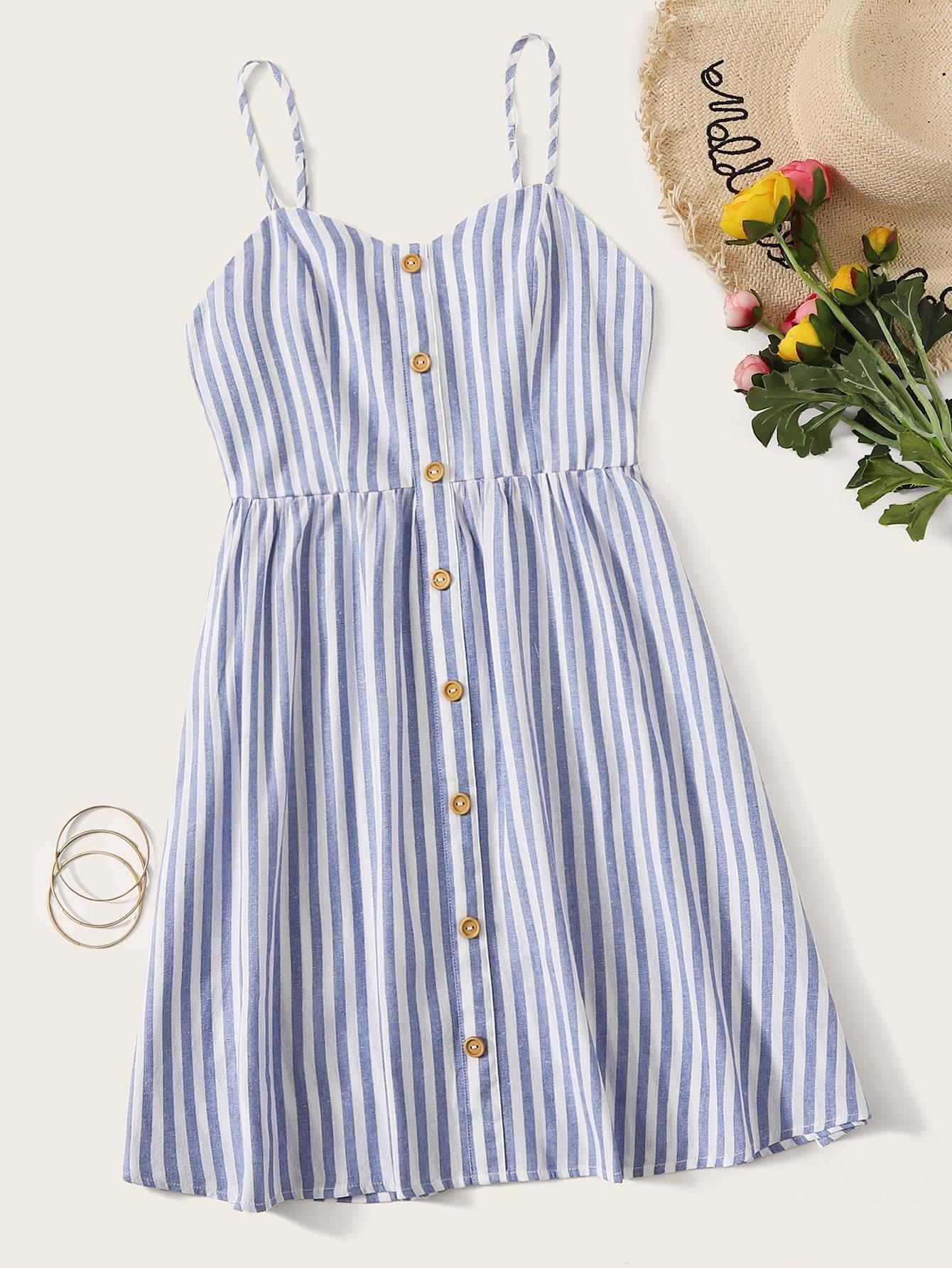 Фото - Полосатое платье с пуговицами от SheIn цвет синие