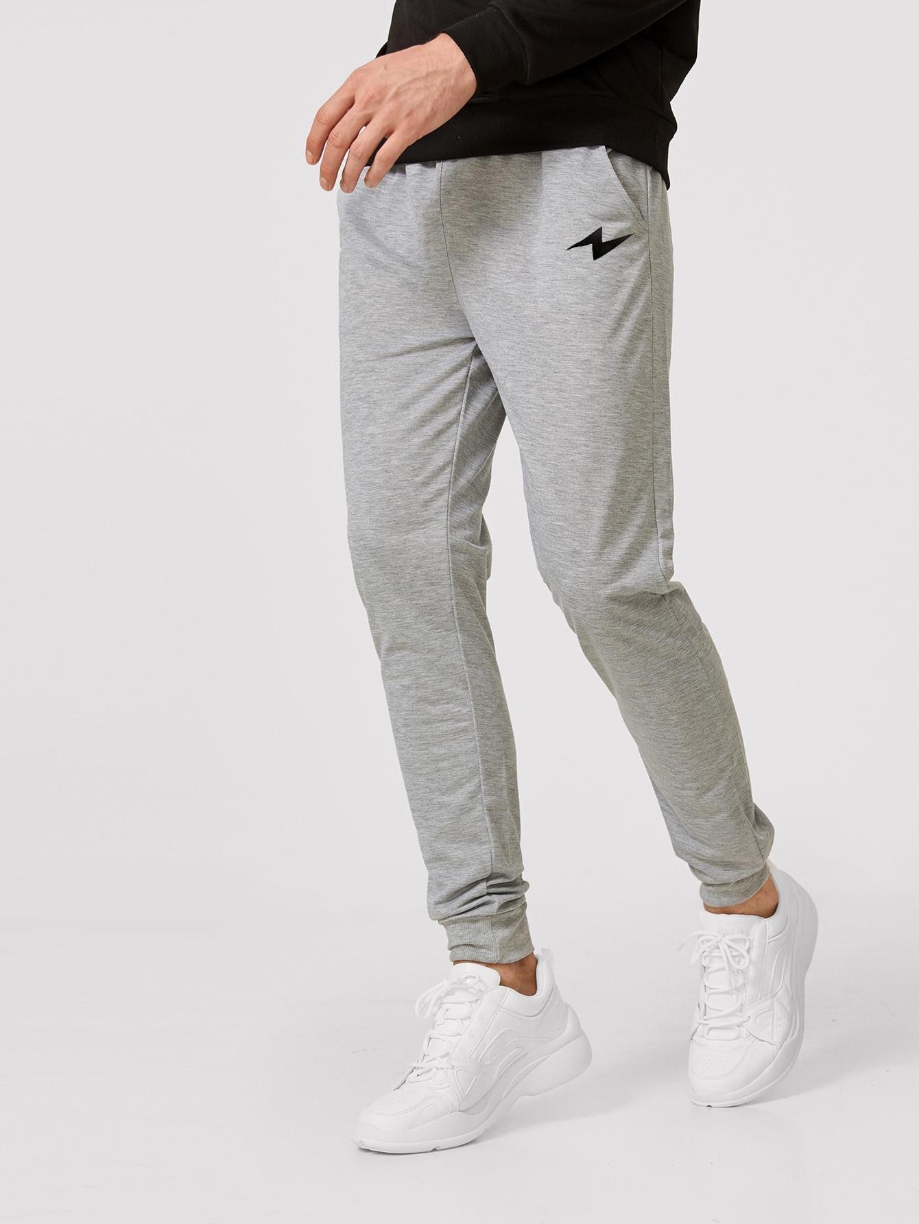 Фото - Мужские спортивные брюки на кулиске с принтом