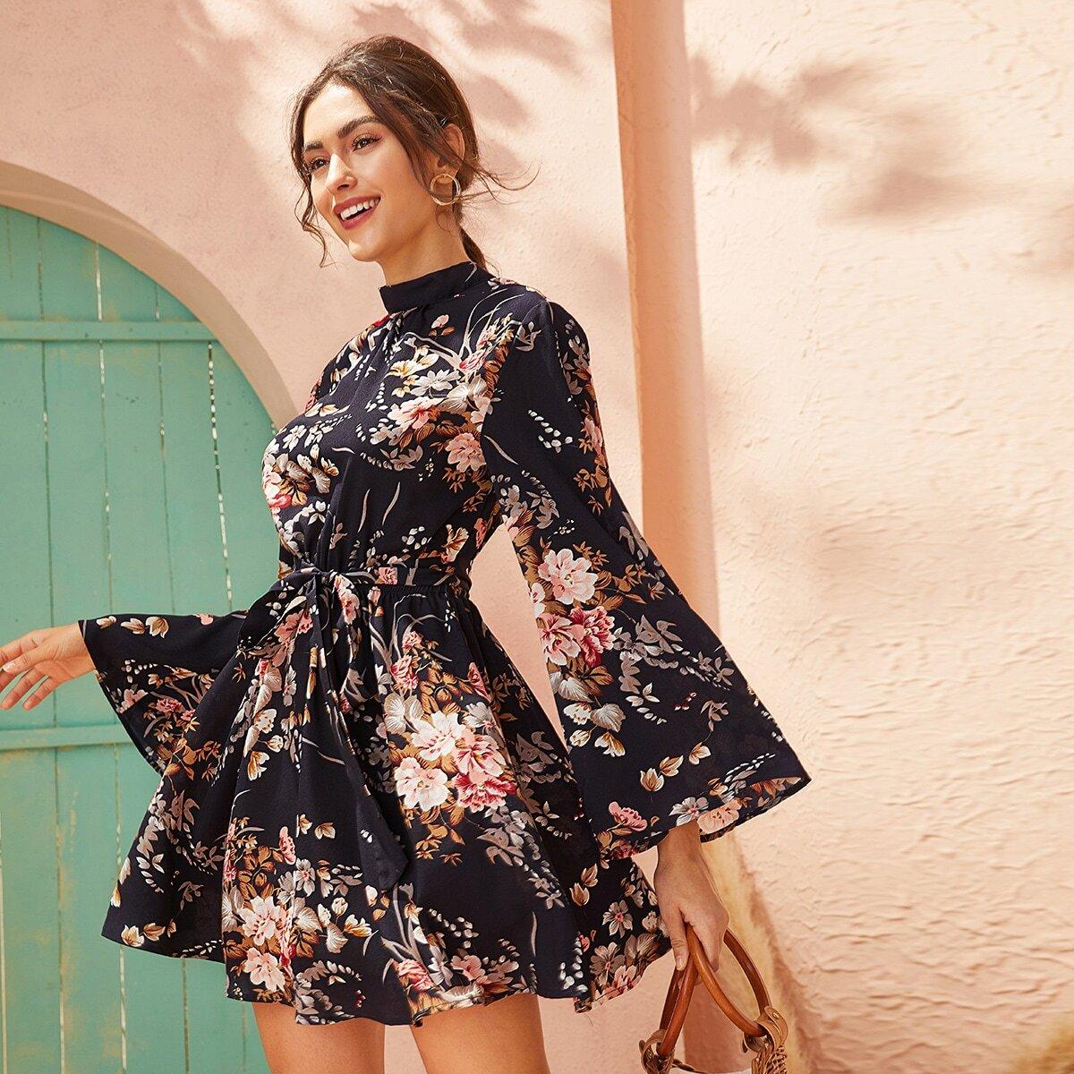 Платье с цветочным принтом и поясом Image