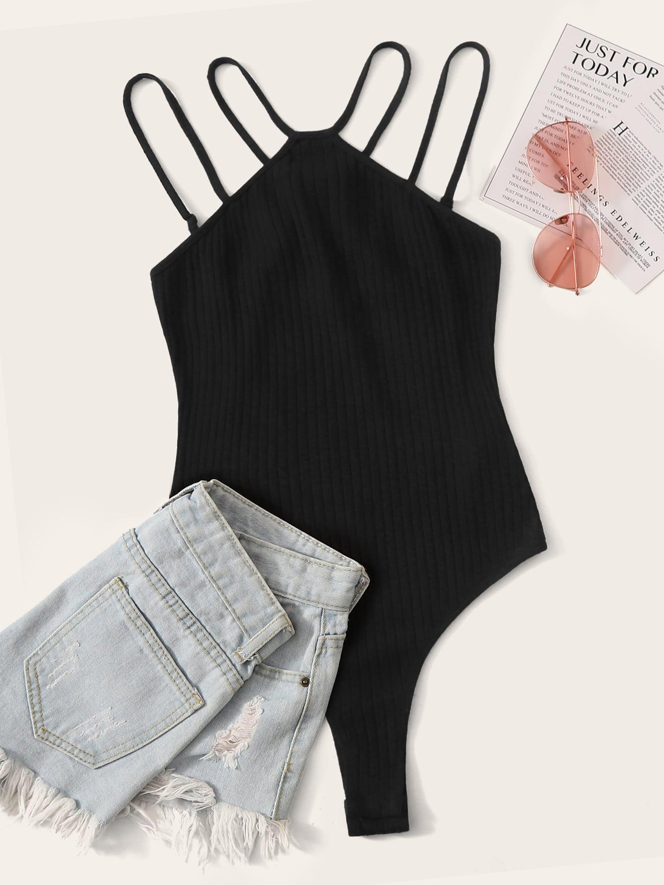 Фото - Приталенное боди с халтером от SheIn черного цвета