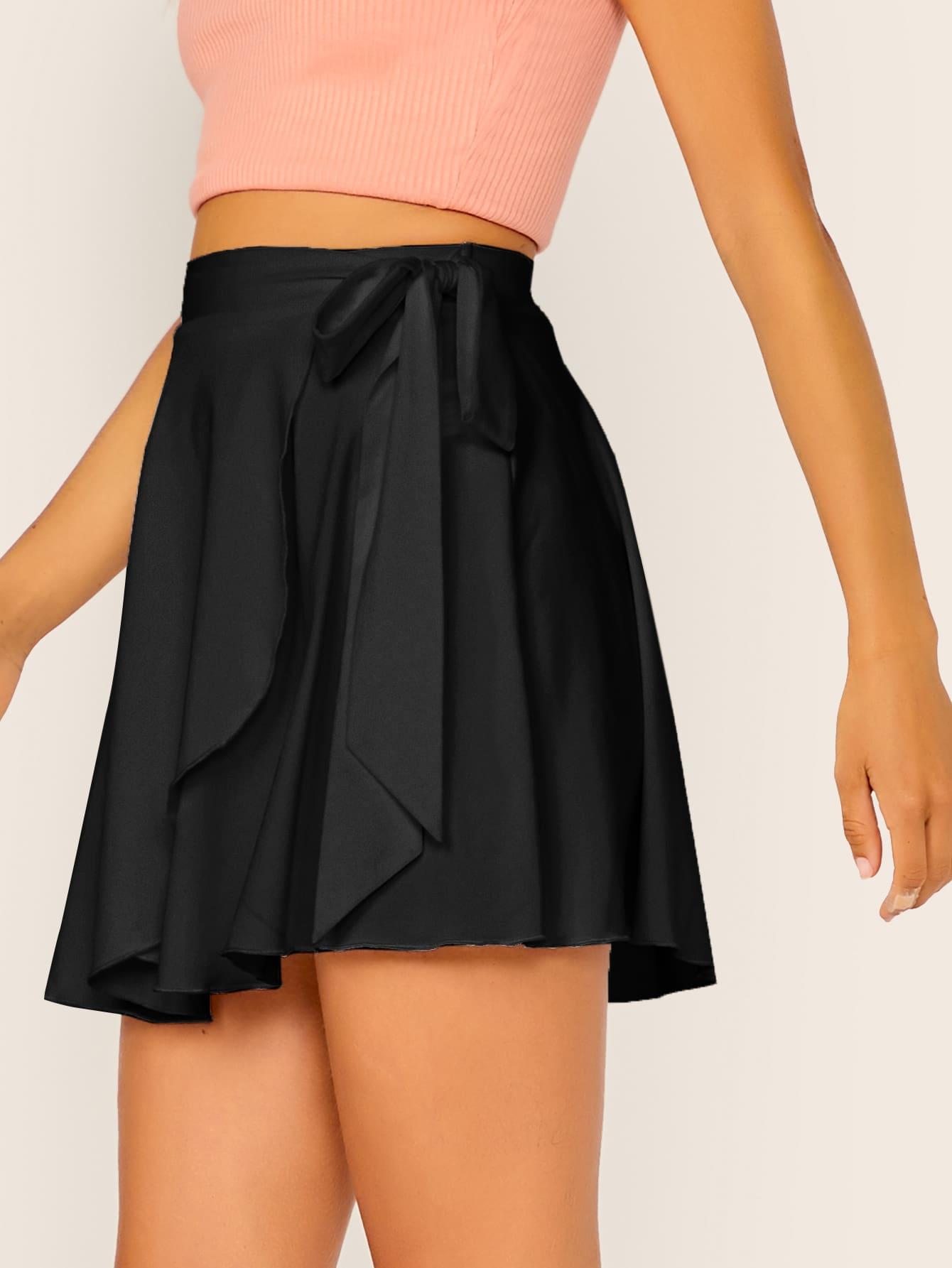Фото - Однотонная юбка с завязкой от SheIn черного цвета