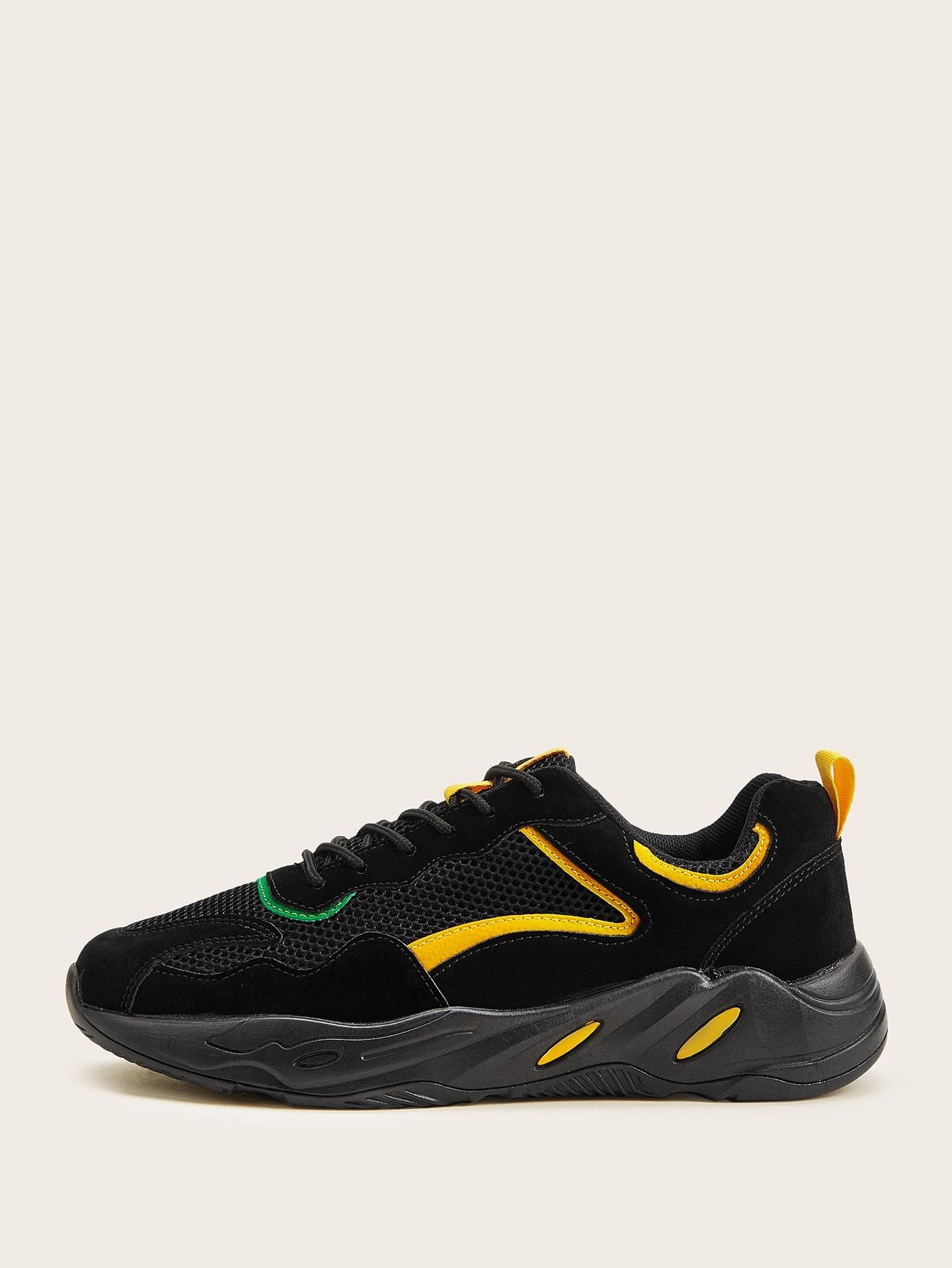 Фото - Мужские кроссовки со шнуровкой и сеткой от SheIn черного цвета