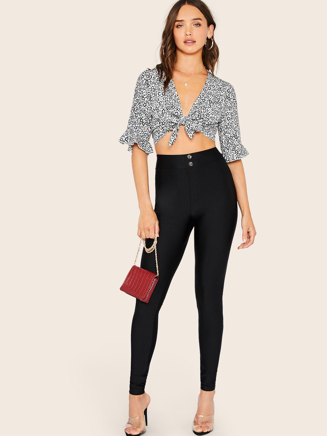 Фото - Однотонные брюки с пуговицами от SheIn черного цвета