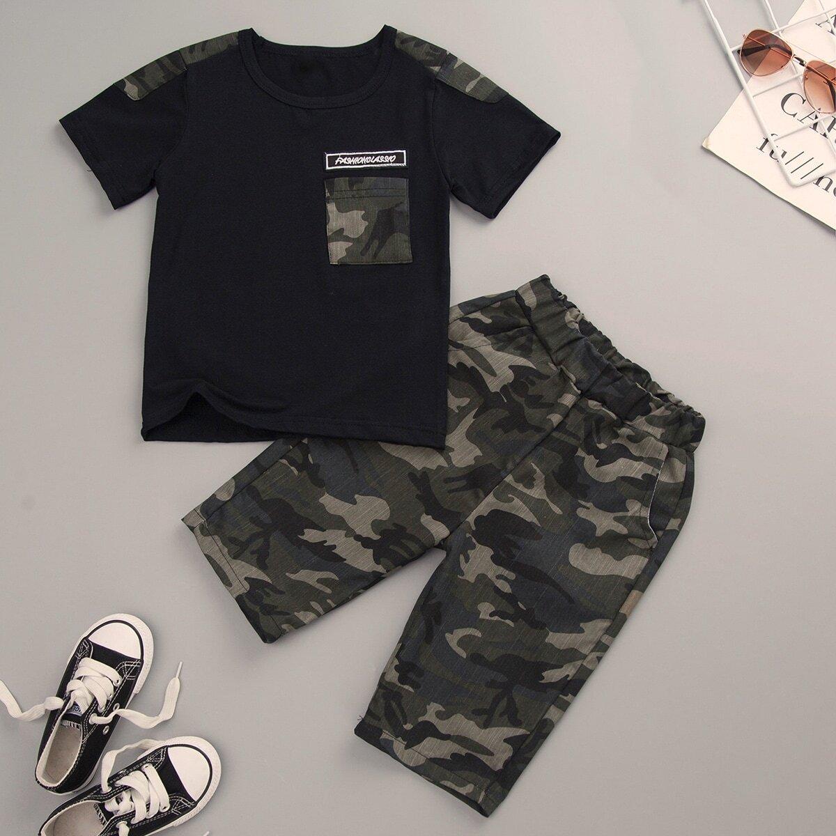 Футболка и брюки с камуфляжным принтом для мальчиков от SHEIN