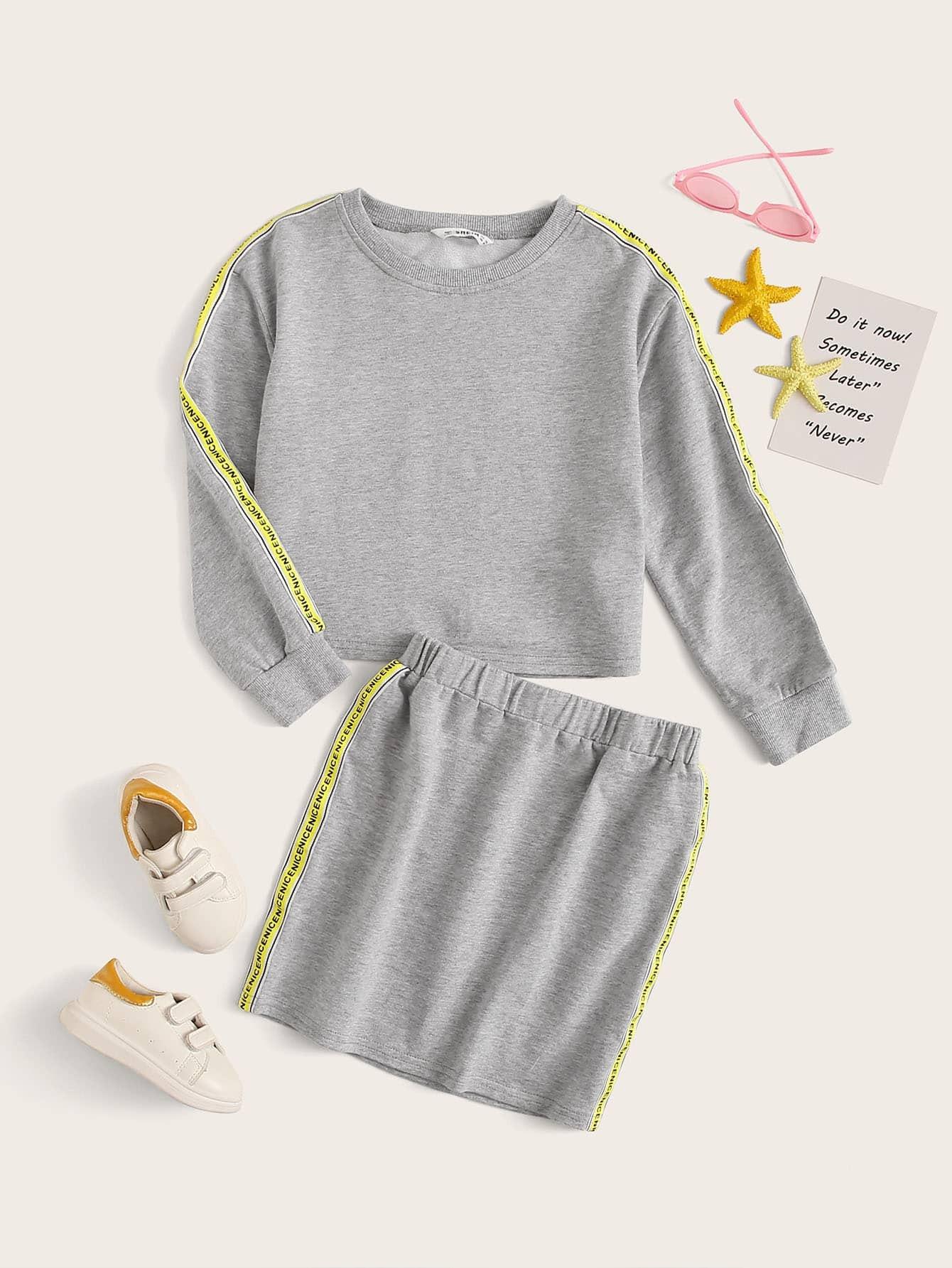 Фото - Юбку и свитшот с текстовой лентой для девочек от SheIn серого цвета
