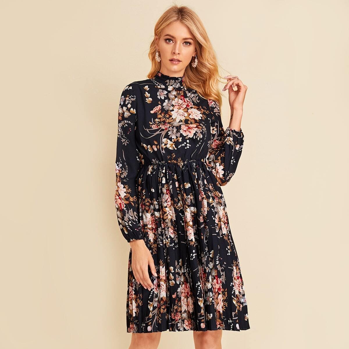Плиссированное платье с воротником-стойкой и ботаническим принтом Image
