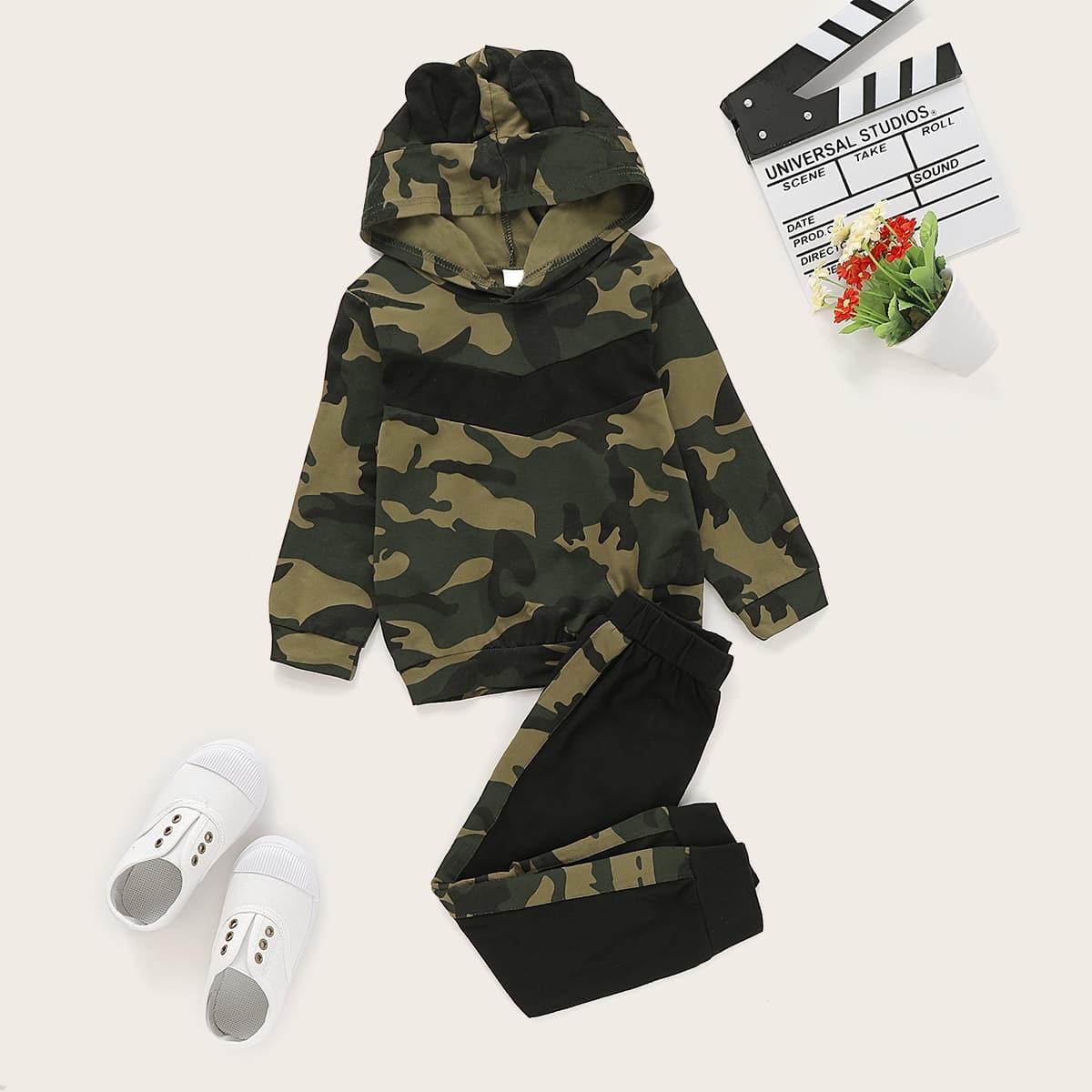 Спортивные брюки и толстовка с камуфляжным принтом для мальчиков от SHEIN