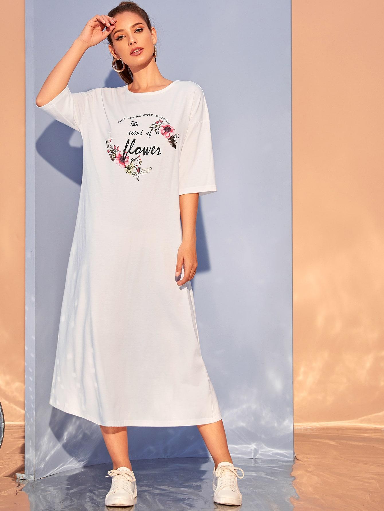 Платье с цветочным, текстовым принтом и заниженной линией плеч