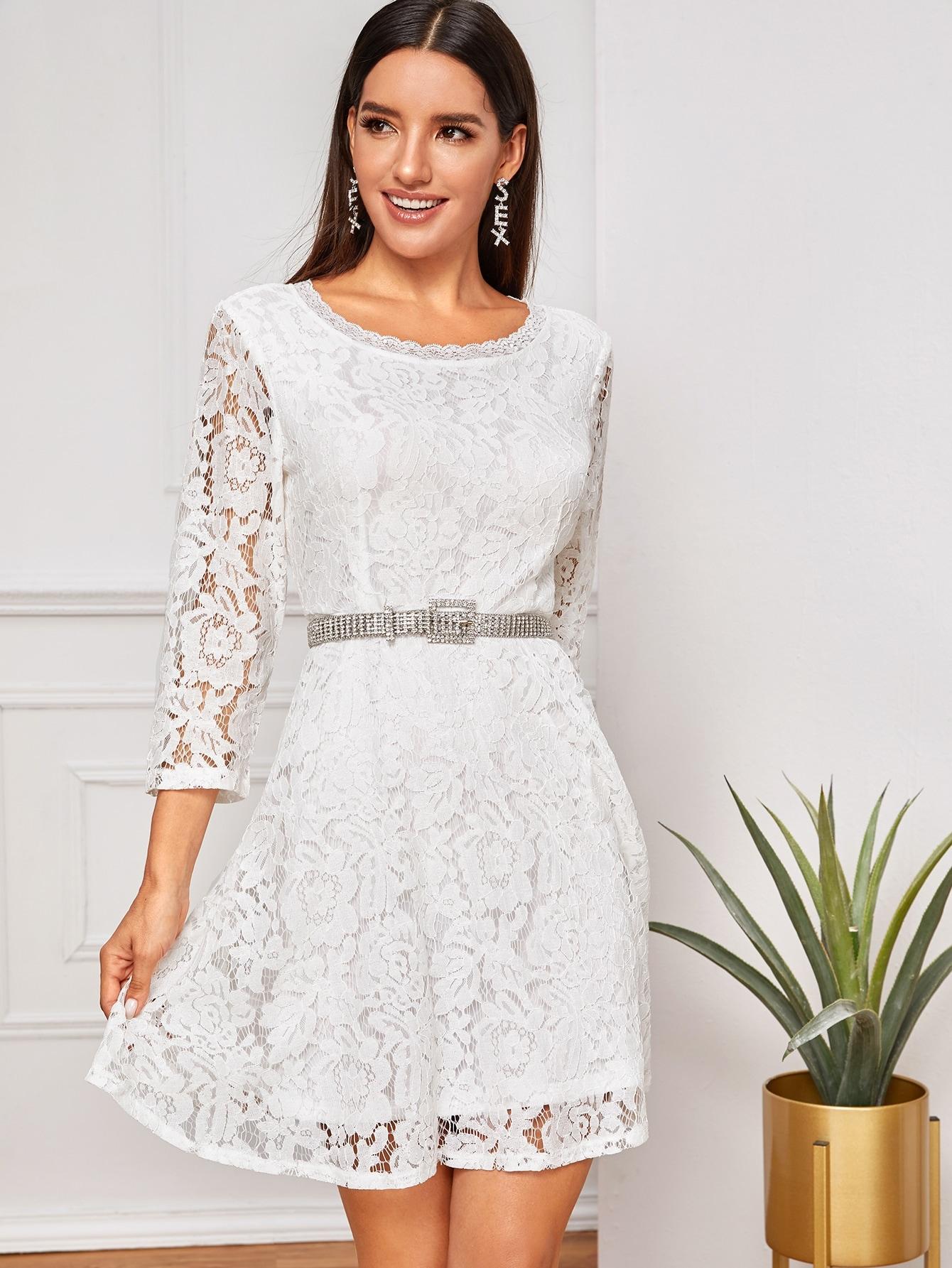 Кружевное платье без пояса