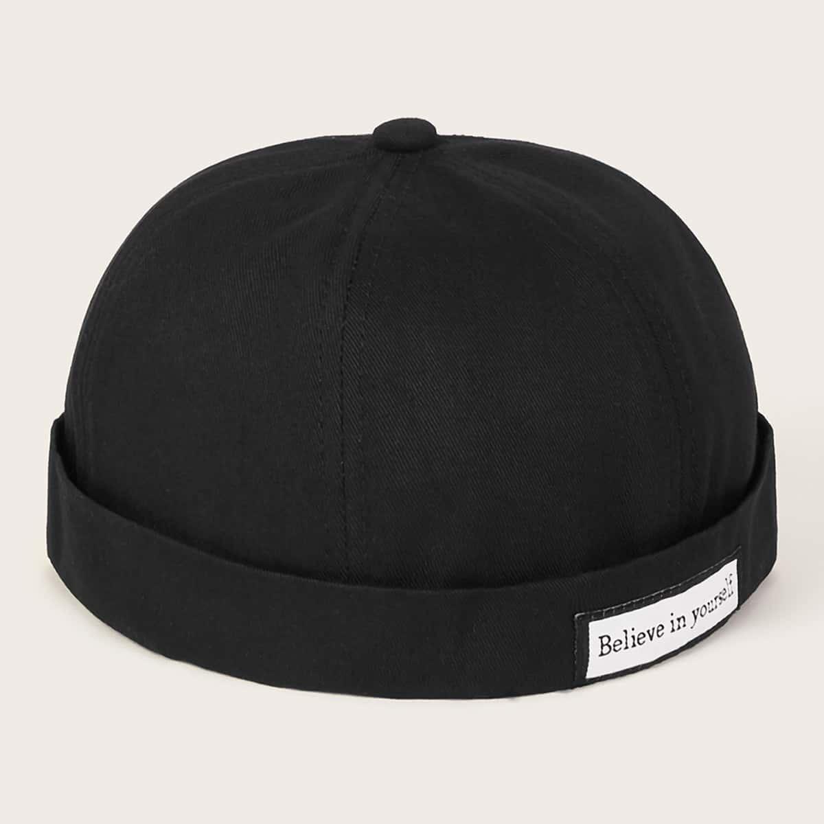 Мужская шапочка с текстовым узором от SHEIN