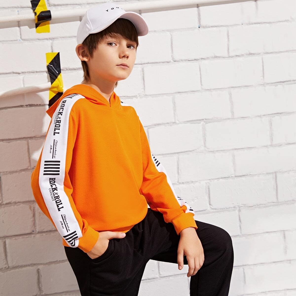Colorblock hoodie met neon oranje print voor jongens