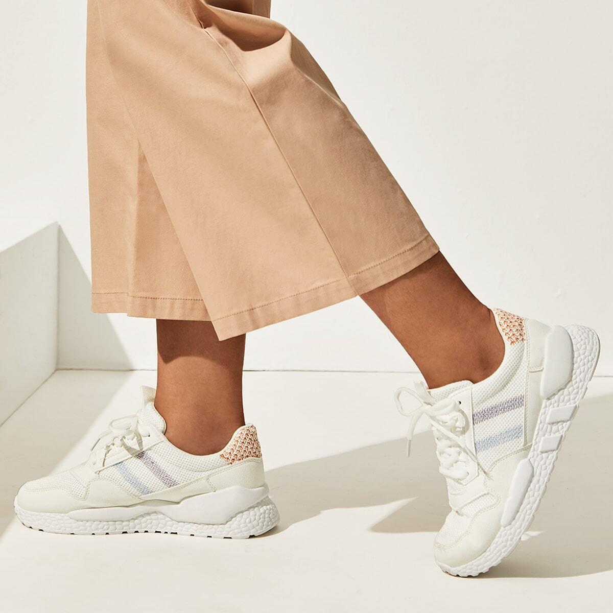 Полосатые кроссовки на платформе и шнуровках от SHEIN
