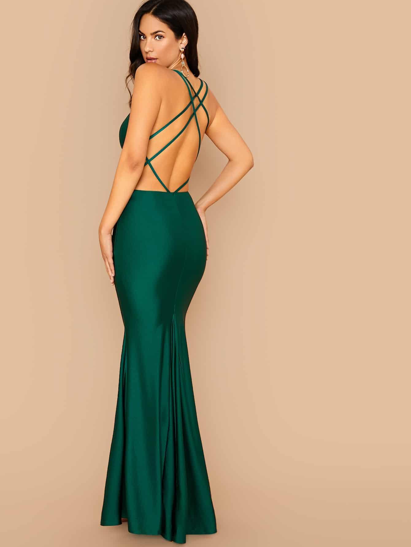 Платье-русалка с глубоким вырезом