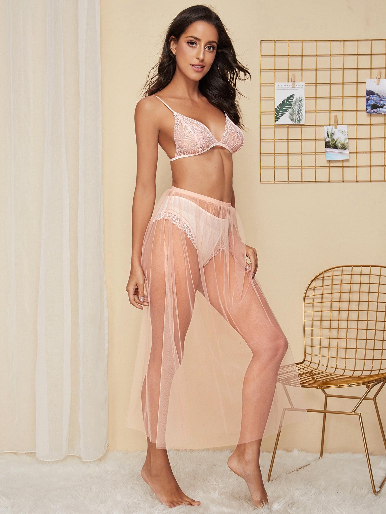 Кружевной комплект нижнего белья и сетчатая юбка