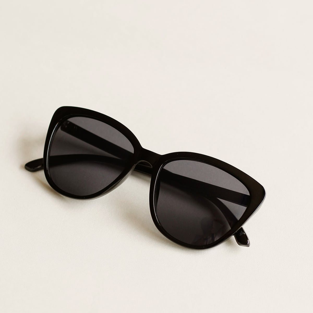 Солнцезащитные очки в форме глаз кошек