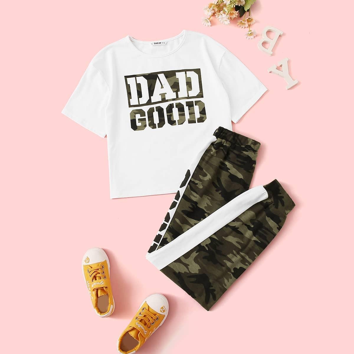 Футболка и контрастные камуфляжные спортивные брюки для девочек от SHEIN