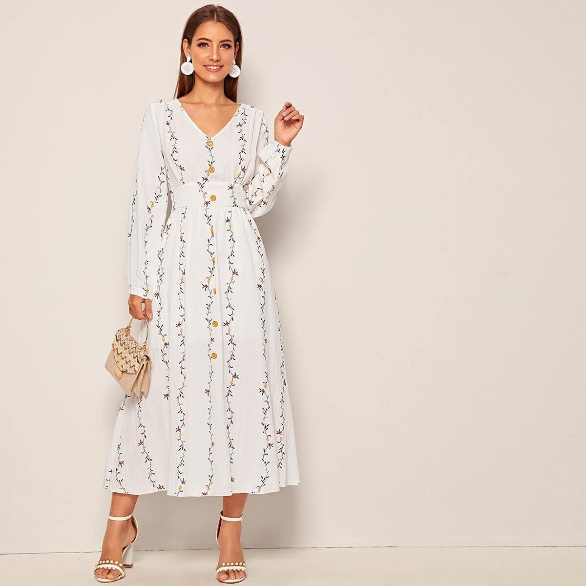 Расклешенное платье с пуговицами и графическим принтом