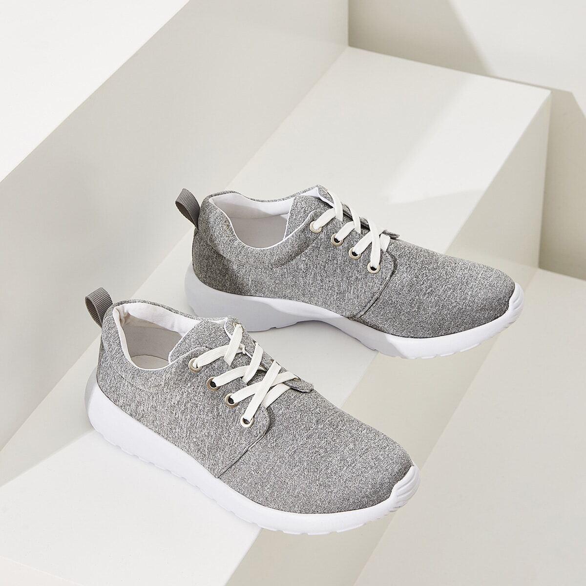 Basic sneakers met veters