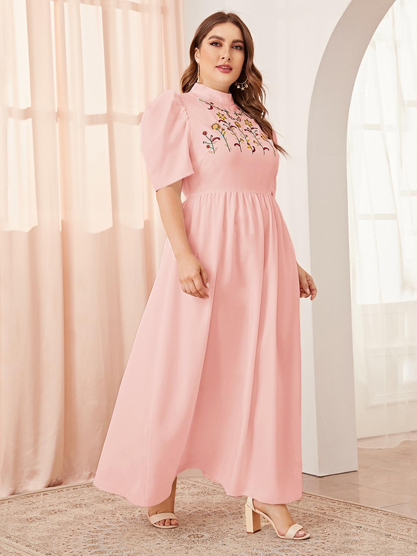 Платье размера плюс с воротником-стойкой, пышными рукавами и вышивкой