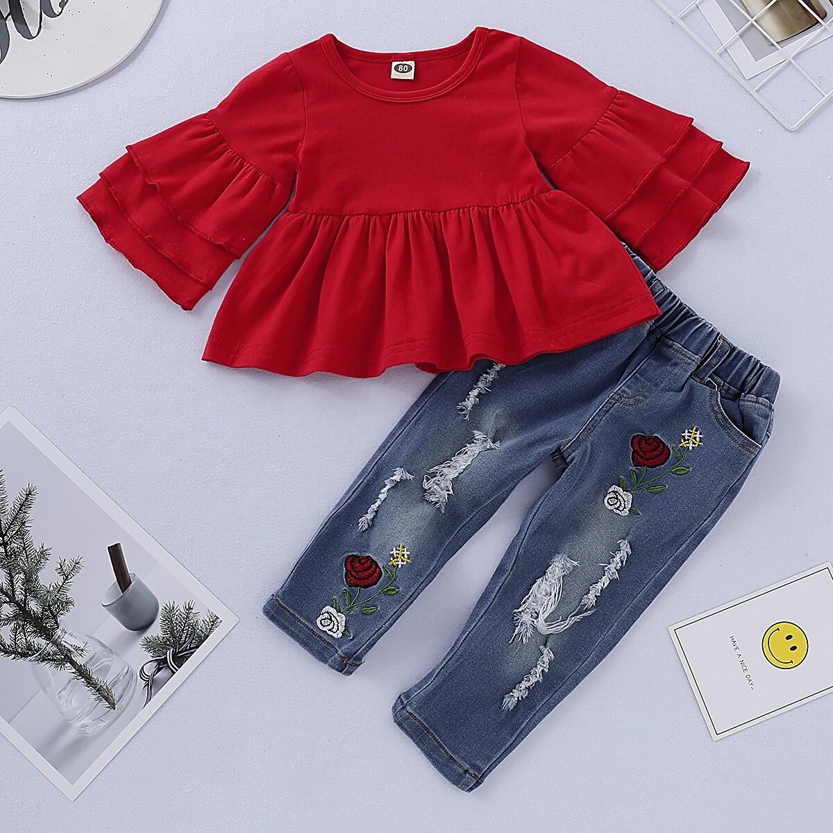 Рваные джинсы и футболка с многослойным рукавом для девочек от SHEIN
