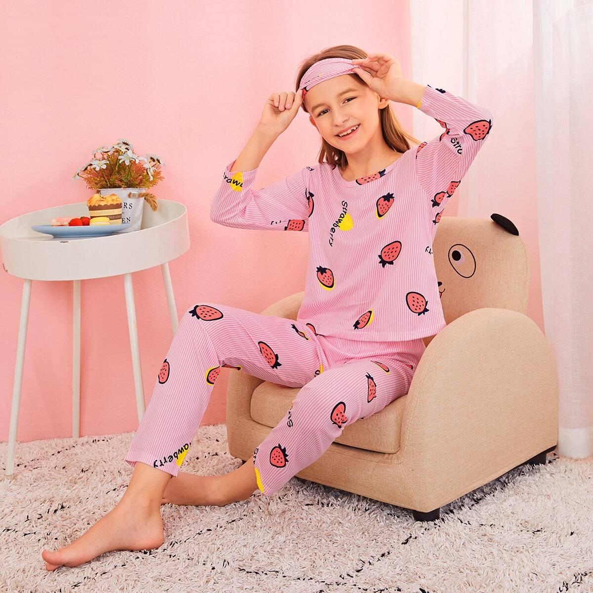 Пижама с клубничным принтом и маской для глаз от SHEIN