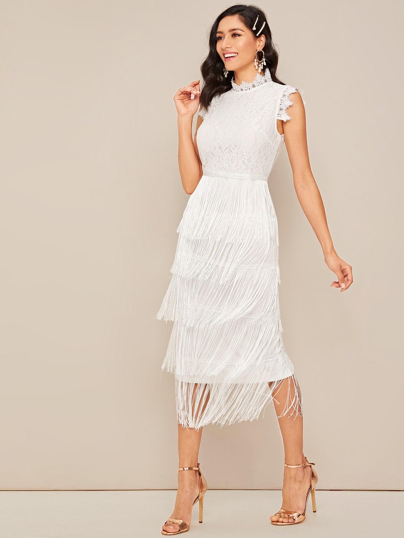 Кружевное платье с многослойной бахромой и разрезом