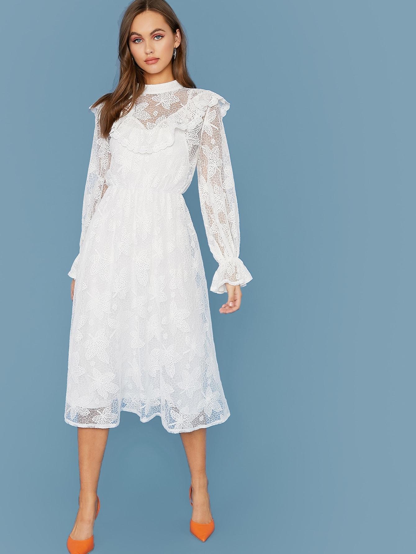 Кружевное платье с воротником-стойкой