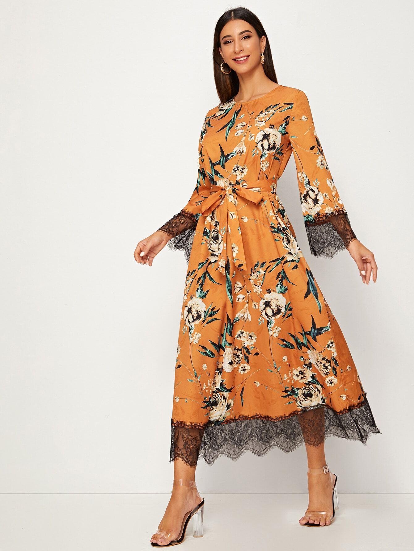 Цветочное платье с кружевной отделкой и поясом