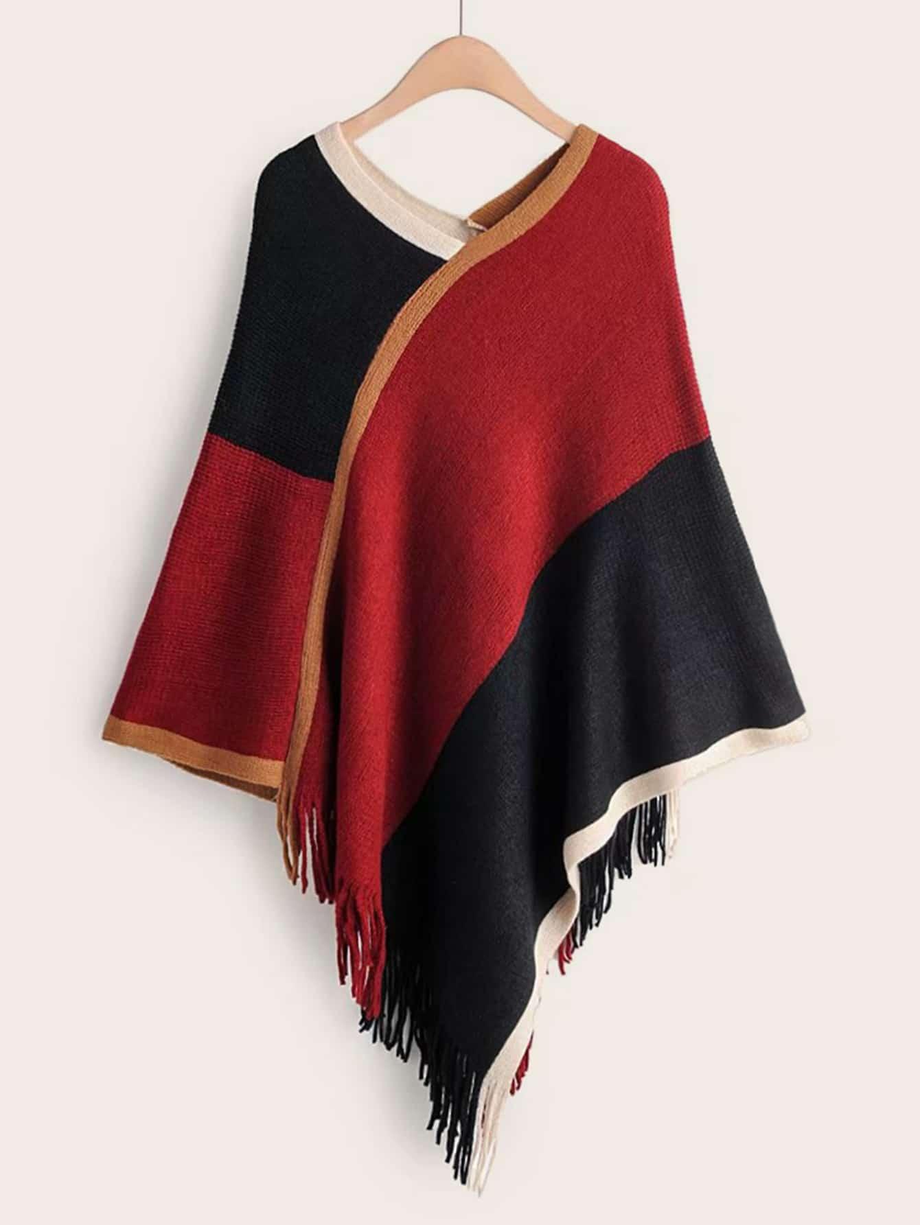 Контрастный свитер-пончо с бахромой